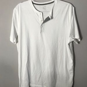 Old Navy White T-shirt. Size L.